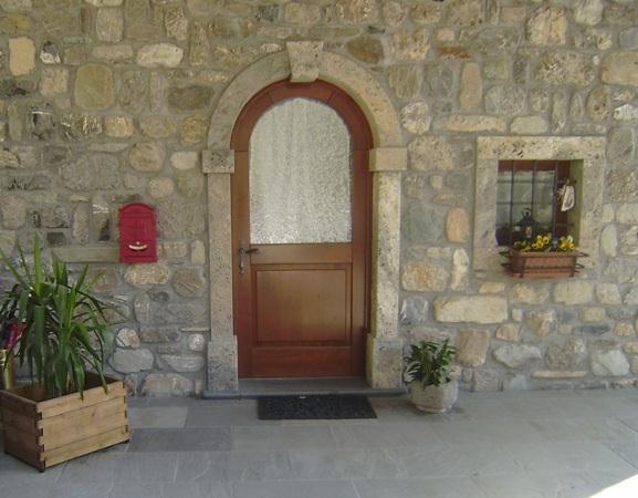 Borchia marmi portali e finestre for Piani di fattoria in pietra